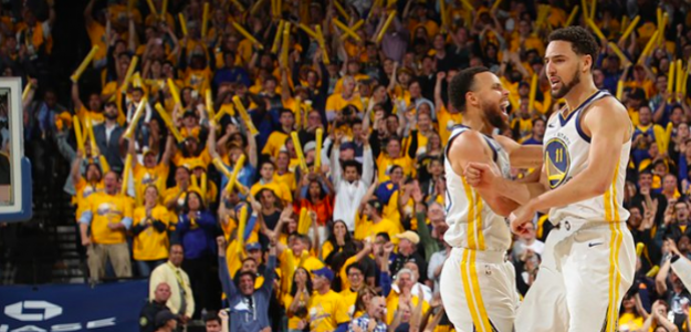 Curry y Thompson celebran la victoria ante los Rockets.