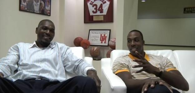 Dwight Howard y Hakeem Olajuwon