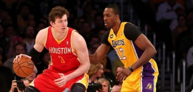 Dwight Howard y Omer Asik