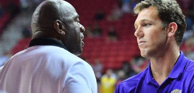 Magic Johnson y Rob Pelinka | Foto: getty images
