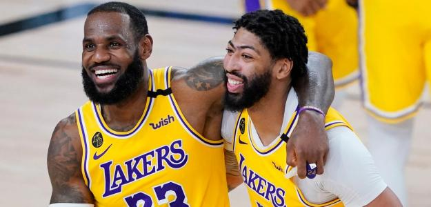LeBron James y Anthony Davis, jugadores de Los Angeles Lakers.