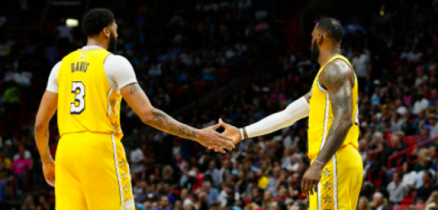 Anthony Davis y LeBron James, en un partido de Los Angeles Lakers.