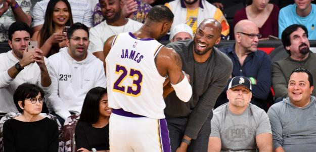 LeBron James y Kobe Bryant, en el Staples Center.