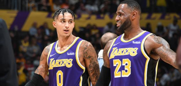 Kyle Kuzma y LeBron James, jugadores de Los Angeles Lakers.