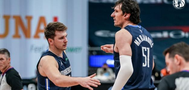 Luka Doncic y Boban Marjanovic, jugadores de Dallas Mavericks.
