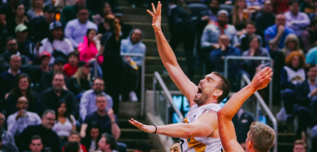 Marc Gasol intenta una canasta ante los Lakers.