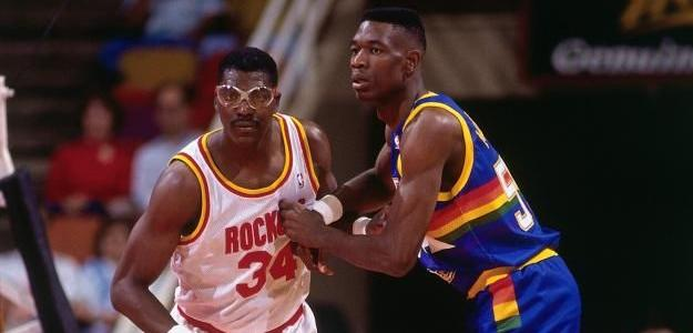 Hakeem Olajuwon y Dikembe Mutombo, mejores taponadores NBA. Foto: gettyimages