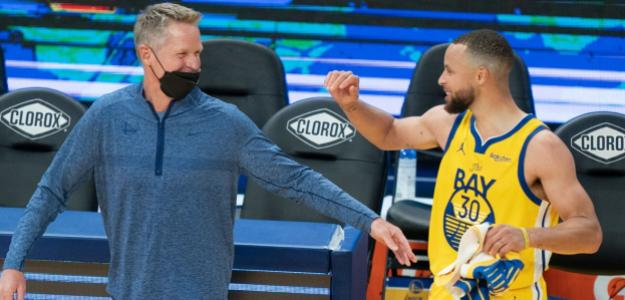 Steve Kerr y Stephen Curry, entrenador y jugador de Golden State Warriors.